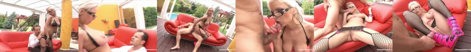 Sexy mamuśka w kabaretkach pierdoli się nad basenem z facetem, który spuszcza się na jej wysokie szpilki