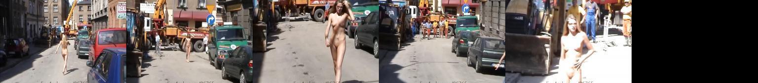 Agnieszka podnieca robotników nagim spacerem