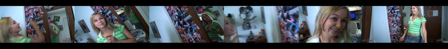 Nastoletnia blondi robi striptease w swoim pokoju