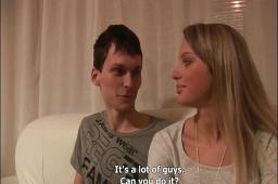 Slavný český gang bang s překvapanou manželkou a její oddanou kámoškou!